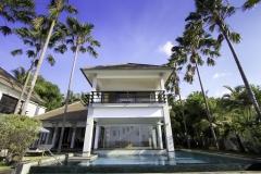 Buiten huis zwembad 1