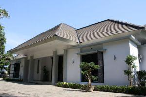 Entrance side Villa Dunia Seni